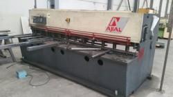 Cizalla hidráulica Ajial de 3.000x6mm con rampa neumática para chapa fina
