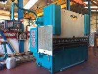Plegadora hidráulica Adira de 2.500x70t con CNC a 2 ejes
